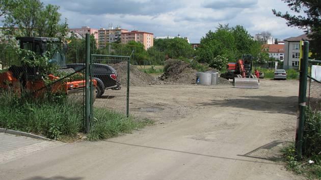 S budováním dopravního hřiště musí hranická radnice počkat, než skončí rekonstrukce Studentské ulice. Budoucí plochu hřiště totiž využívají stavbaři jako odstavnou plochu.