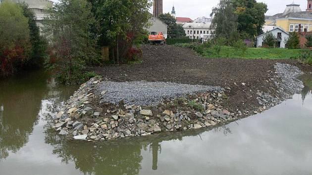 Opravy břehů potoku Velička