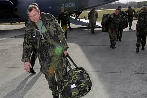 Vojáci z Hranic se v březnu vrátili z Kosova, teď zase odlétají, aby posílili jednotky 12. kontingentu.