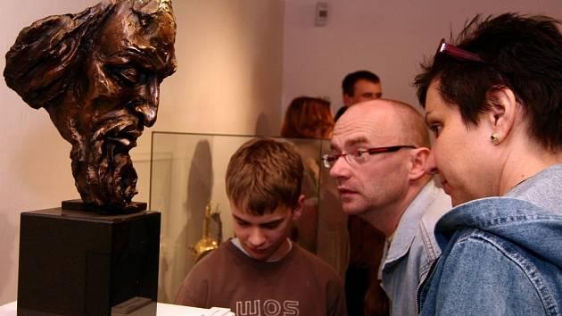 Díla akademického sochaře Igora Kitzbergera si mohou prohlédnout návštěvníci hradu Helfštýna.