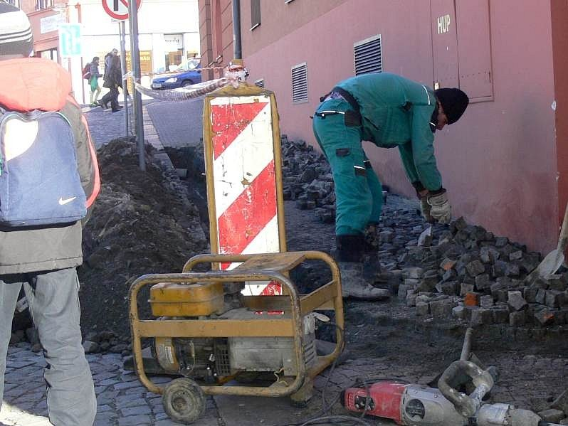 Oprava havárie telefonního kabelu v Hranicích