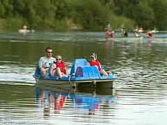 Lodičky, šlapadla - nová atrakce oživila řeku Bečvu v Hranicích na Moravě.
