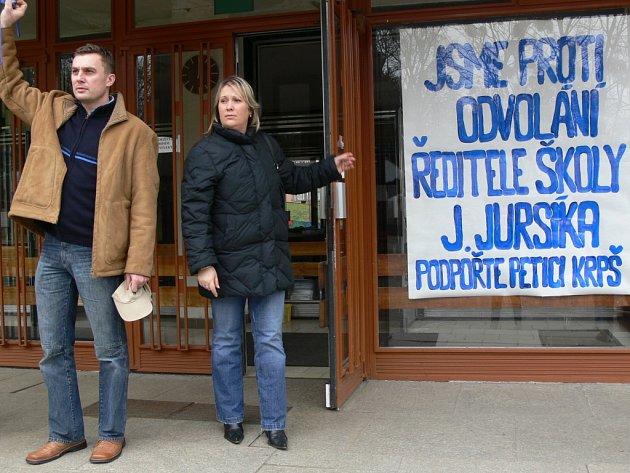 Proti odvolání ředitele hranické Základní školy Struhlovsko Jana Jursíka bojoval Klub rodičů a přátel školy.