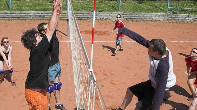 Celkem sedm družstev se sjelo na volejbalový turnaj do Slavíče.