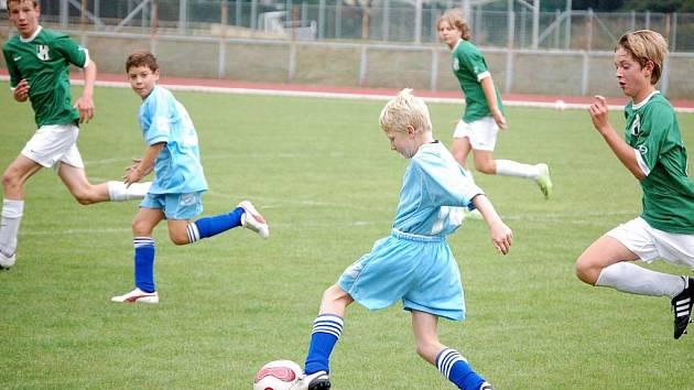 Rezervní týmy žáků 1. FC Přerov (v modrém) odehrály proti 1. HFK Olomouc B relativně vyrovnaná utkání, ani v jednom však nedosáhli na body.