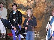 V sobotu 4. června zpříjemnilo prohlídku teplických jeskyní koncertní vystoupení na zobcové flétny.