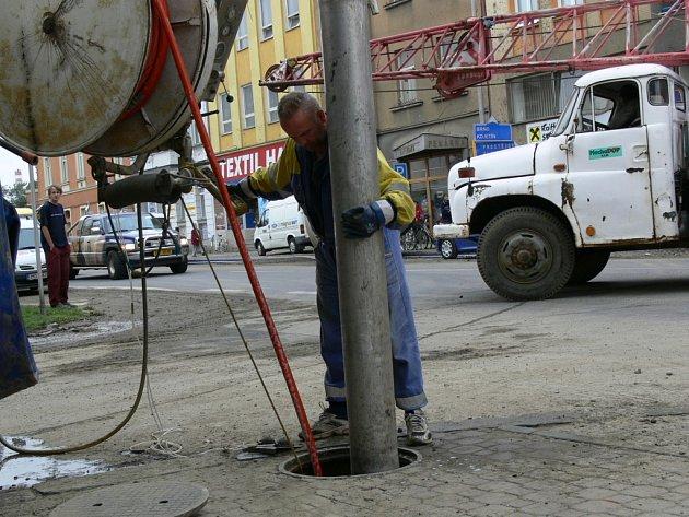 Pracovní ruch vládl v Komenského ulici v Přerově také včera.