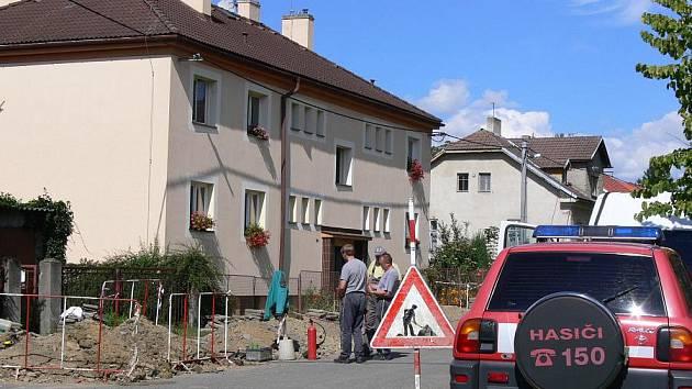 K úniku plynu, který způsobil menší výbuch, došlo v Hranicích na ulici Galašova.