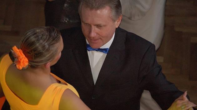 Ples prvního muže přerovské radnice se ve městě konal už pošestnácté. První tanec patřil Jiřímu Lajtochovi a jeho ženě.