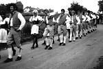 Taneční besedy, průvod obcí v krojích. Takový byl poslední sjezd rodáků v roce 1970.