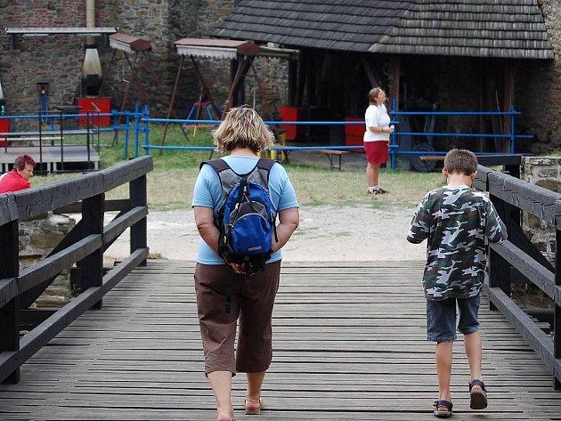 Turisté na Helfštýně