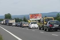 Kolona před opravou silnice