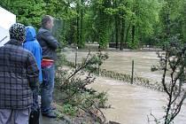 Povodně: pondělí 17. května lázně Teplice nad Bečvou - tenisové kurty - po 18. hodině