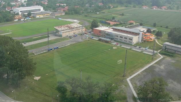 Sportovní areál v Žáčkově ulici se má dočkat postupného rozšíření.