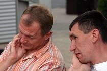 Trenéři basketbalistů BK Prostějov Miroslav Marko (vlevo) a Michal Pekárek si lámou hlavu tím, jak u svého týmu vymýtit zbytečné výsledkové výpadky.