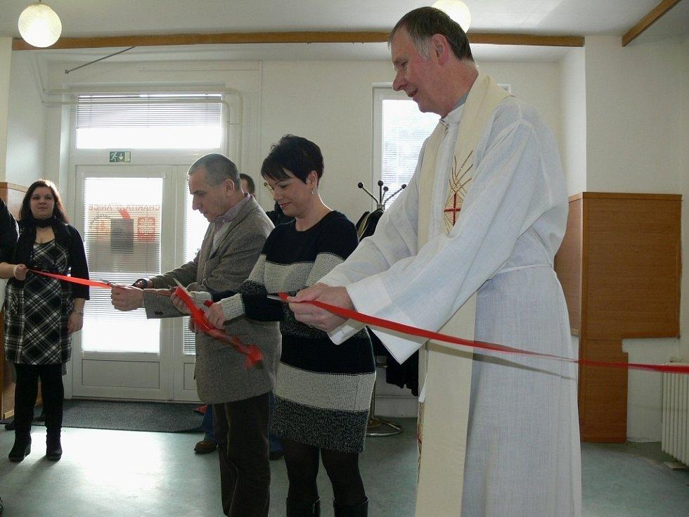 Nově otevřenému centru v Lipníku nad Bečvou požehnal i kněz Bohumír Vitásek