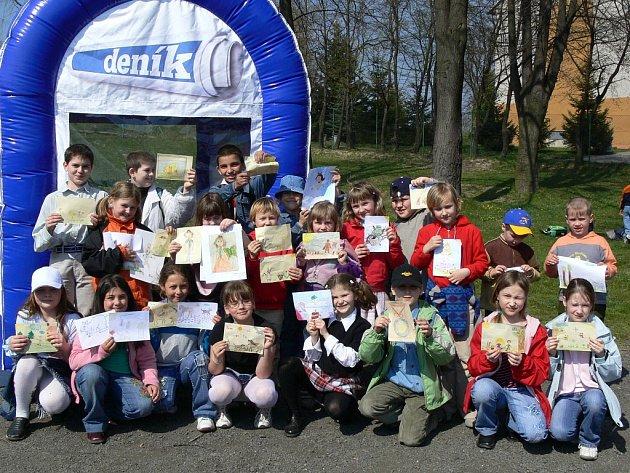 Žáci ze Zákadní školy Bělotín namalovali pro celou redakci Hranického deníku spousty krásných obrázků. Na téhle práci se podílely všechny ročníky. Naše redakce jim za ně moc děkuje.