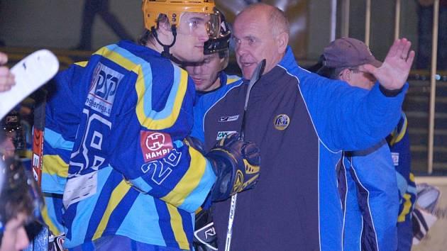 Jaroslav Beck, hlavní trenér přerovských Zubrů, byl v pondělí odvolán ze své funkce. Podle posledních informací jeho služeb využije Prostějov, kde bude trénovat dorost a pomáhat áčku.