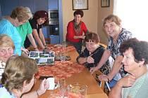 Klub seniorů v Hranicích přijímal další zájemce o kroužky