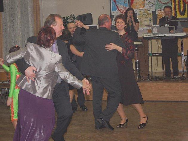 Veterán bál v Lipníku nad Bečvou uspořádal Oldtimer club