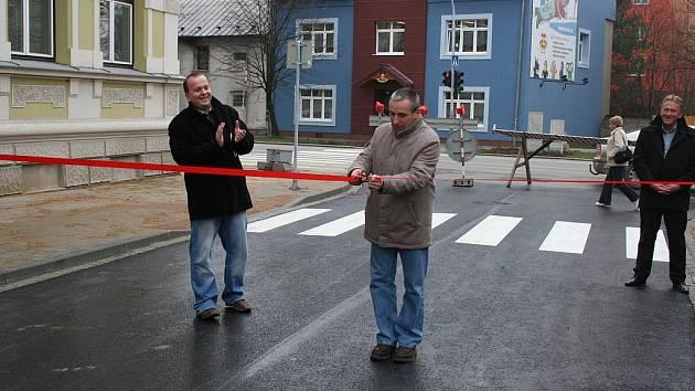 Jiráskovu ulici otevřel starosta Miloslav Přikryl.