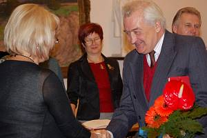 Medaili J. A. Komenského obdržely v úterý vpodvečer z rukou zástupců vedení města čtyři významné přerovské osobnosti.
