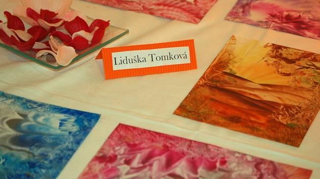V hranické galerii M+M byla v pátek 8. února zahájena výstava s názvem Enkaustika. Netradiční malířskou tvorbu zde představuje šestice výtvarnic.