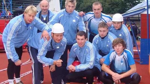 Soutěžní družstvo dobrovolných hasičů z Olšovce tvoří chlapci ve věku od šestnácti do 28 let.