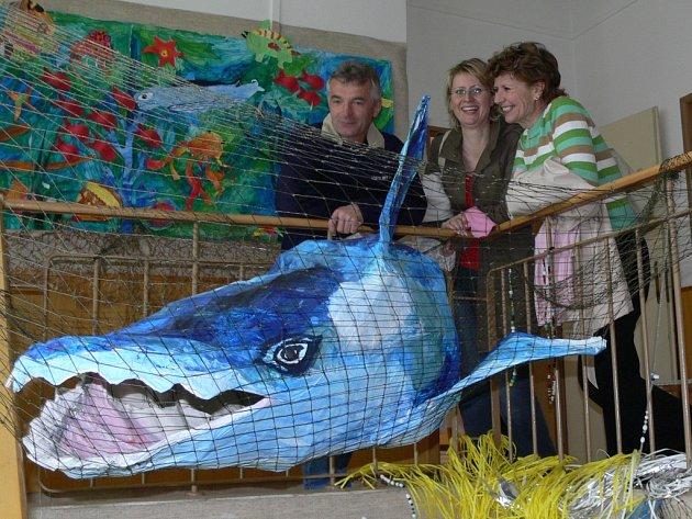 Návštěvníci výstavy mohli obdivovat ohromného žraloka vyrobeného z papíru.