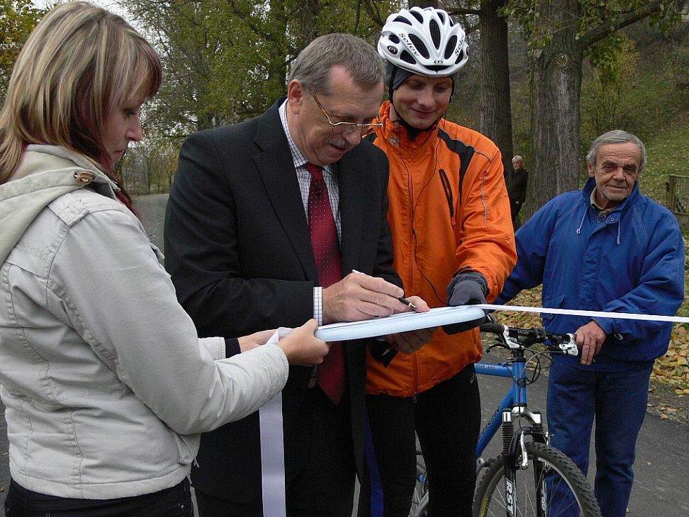 V Týně nad Bečvou otevřeli další úsek cyklostezky Bečva