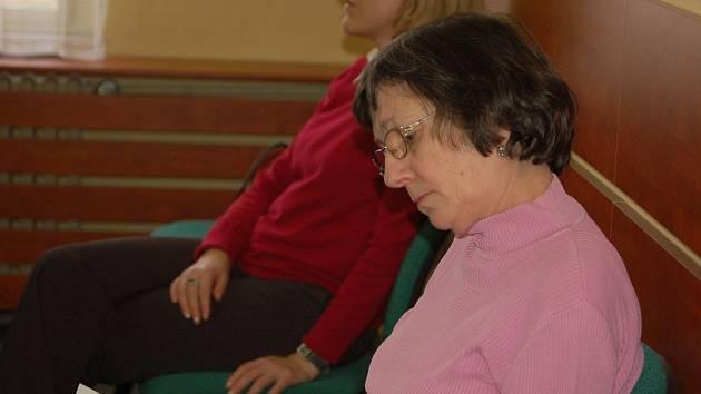 Babička malého Ondry Kalovského u Okresního soudu v Přerově