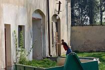 V těchto dnech začala rozsáhlá rekonstrukce západního křídla lipnického zámku, které v minulosti sloužilo jako konírna.