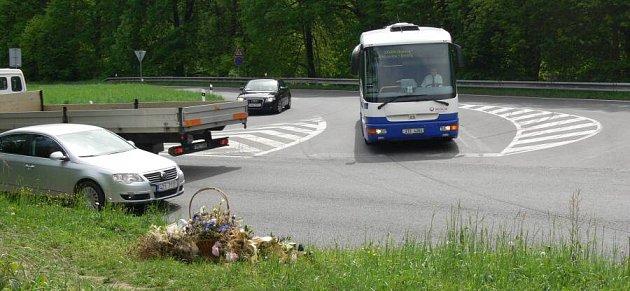 Křižovatka za Hranicemi sodbočkou na Opatovice.