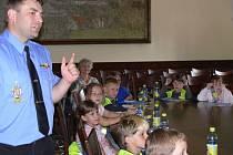 Beseda se strážníky uzavřela činnost Majáčku v letošním školním roce.