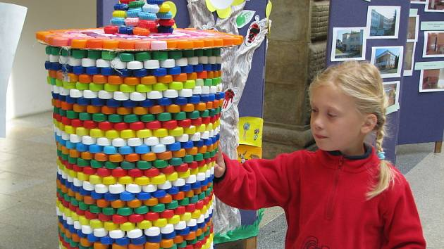Výstava výtvarných prací předškoláků, žáků i studentů oslavovala v pátek ve dvoraně hranického zámku Světový den životního prostředí.
