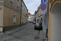 Navrhované změny v centru Hranic: Zámecká ulice by sloužila k tomu, že by se jí vracela auta z Pernštejnského náměstí. Provoz by tedy byl v opačném směru, než je dnes.