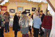 Slavnostní vernisáž otevřela v hranické Galerii M+M  výstavu Hany Buchtové a Ludmily Šlosarové.