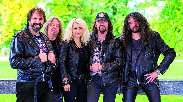 Skupina Limetal s bubenickou hvězdou Veronikou Lukešovou