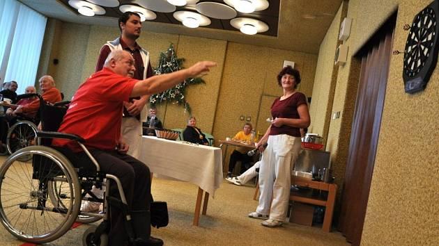 Turnaj v šipkách v hranickém domově důchodců