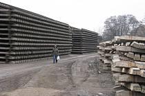 E  budou  vedle  prostějovského  místního  nádraží  uskladněna  do poloviny  roku.