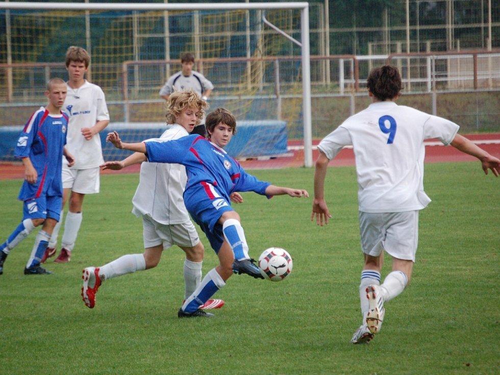 Áčko starších žáků v domácím prostředí porazilo 1. Valašský FC 3:0 po poločase 2:0. Ilustrační foto: David Klein