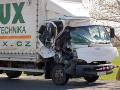 U Rokytnice se srazila dvě nákladní auta.