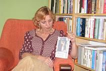 Spisovatelka z Teplic nad Bečvou Jaroslava Černá dokončila svůj druhý historický román. K tomu, aby při psaní příběhu neopomněla složité historické souvislosti, jí pomáhají výpisky, poznámky či schémata, které má rozvěšené doma.