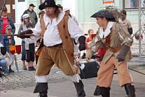 Svatovatovavřineckými hody ožilo o víkendu město Přerov. Na náměstí T. G. Masaryka se vystřídaly soubory z partnerských měst z Polska a Holandska a na Horním náměstí mohli lidé zhlédnout středověký jarmark.