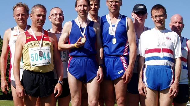 Atlet Aleš Ličman (čtvrtý zprava) je mistrem Evropy.