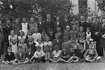 Škola v Ústí za války - učitel Domes, Vybíral, P. Bartošík, Juráň, Vladařová.
