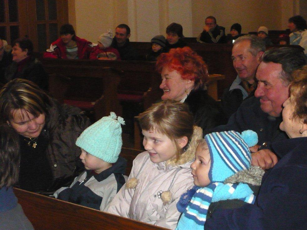 Do drahotušského kostela zavítal Mikuláš s anděly a čertem.