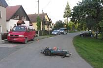 Řidič motocyklu utrpěl středně těžké zranění.