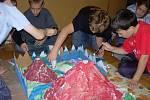 Děti vyrukovaly se spoustou zajímavých nápadů. Žáci 6. C například vyrobili fiktivní mapu Islandu se dvěma obrovskými sopkami.
