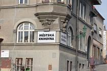 Hlavní budova přerovské knihovny chátrá. Podle knihovníků je její přemístění do nových prostor akutní.